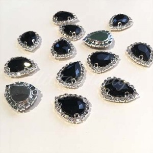 Zwarte opnaaistenen met strass rand